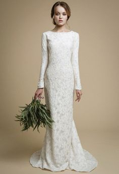 UTTA / long sleeves wedding dress Elegant tight fit wedding