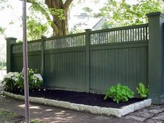 This gallery features popular fence designs for the front yard. Choosing the right fence is important as it effects the resale value of a house and its curb appeal.
