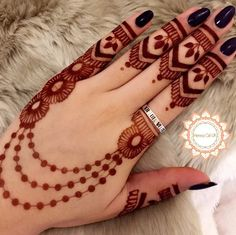 As the time evolved mehndi designs also evolved. Now, women can never think of any occasion without mehndi. Let's check some Karva Chauth mehndi designs. Back Hand Mehndi Designs, Finger Henna Designs, Simple Arabic Mehndi Designs, Henna Art Designs, Mehndi Designs For Girls, Mehndi Designs For Beginners, Modern Mehndi Designs, Dulhan Mehndi Designs, Mehndi Design Photos