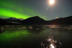 Aurora boreale nel cielo di Juneau, Alaska