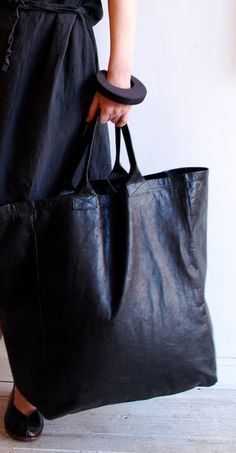 sveta dresher I have material that looks just like this. maybe a tote bag is in order! Look Fashion, Fashion Bags, Fashion Accessories, Womens Fashion, Mode Style, Style Me, Diy Sac Pochette, Big Bags, Tote Bag