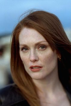 When anyone thinks of a redhead celebrity, one name comes up: Julianne Moore. She has been a role model for. Julianne Moore, Sir Anthony Hopkins, Boogie Nights, Freckle Face, Actrices Hollywood, Beautiful Redhead, Beautiful Women, Simply Beautiful, Tips Belleza