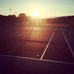 Tennis, the perfect way to end the day!