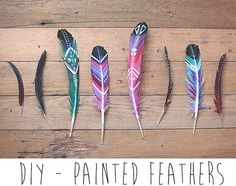 Plumas - ideas DIY estupendas para hacer manualidades y decorar - Easy Craft Projects, Diy Projects To Try, Fun Crafts, Arts And Crafts, Craft Ideas, Upcycling Projects, Diy Ideas, Feather Painting, Feather Art
