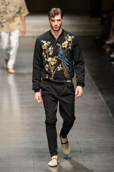 Dolce & Gabbana Spring 2016 Menswear Fashion Show Collection: See the complete Dolce & Gabbana Spring 2016 Menswear collection. Look 24 Milano Fashion Week, Mens Fashion Week, Mens Fashion Suits, Fashion Show, Fashion Design, Image Fashion, Urban Fashion, Gq Men, Dolce And Gabbana Man
