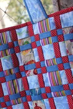 meshwork Weaving Patterns, Crochet Blanket Patterns, Fabric Strips, Woven Fabric, Quilting Tips, Quilting Designs, Paper Weaving, Fabric Weaving, Pocket Letter
