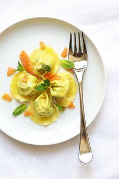 Raviolis (ou tortelli) aux petits pois et saumon fumé, un binôme délicieux et tous les conseils pour réussir les pâtes fraîches.