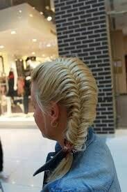 fishtail french braid, that looks cool! French Braid Hairstyles, My Hairstyle, Cute Hairstyles, Wedding Hairstyles, Hairstyle Photos, Asian Hairstyles, Amazing Hairstyles, Latest Hairstyles, Hairstyle Ideas