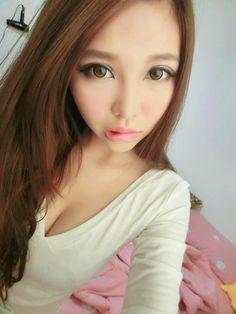 https://www.facebook.com/megan.wang.923?fref=ts