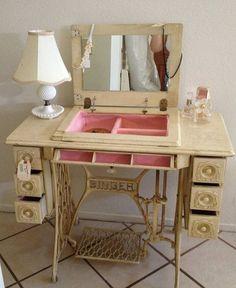 Hoy quiero compartir con vosotros un nuevo interés que tengo, las máquinas de coser, lo descubrí hace poco mientras buscaba muebles en ti...