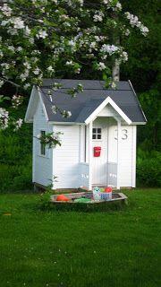 Inredning-: Lekstuga- nu färdig utvändigt! Play Houses, Bird Houses, Childrens Playhouse, Sandbox, Balcony Garden, Outdoor Play, Kids Playing, Pergola, Shed