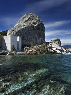 C'est en Patagonie que l'artiste Not Vital a conçu sa maison, entre grotte et observatoire, pour suivre la course du soleil. Une œuvre d'art gigantesque dont les matières premières sont la roche et les éléments.