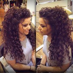 Amazing look! I love her hair! Miladies net Hairstyle is part of Curly wedding hair - Amazing look! I love her hair! Miladies net Amazing look! I love her hair! Wedding Hair And Makeup, Hair Makeup, Wedding Hairstyles For Curly Hair, Perms For Long Hair, Natural Curly Hairstyles, Medium Permed Hairstyles, Perm Hairstyles, Hairstyles Videos, Color For Curly Hair