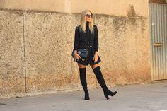 Miss trendy Barcelona: Vestido tipo blazer Knee Boots, Barcelona, Blazer, Shoes, Fashion, Dresses, Outfit, Zapatos, Moda