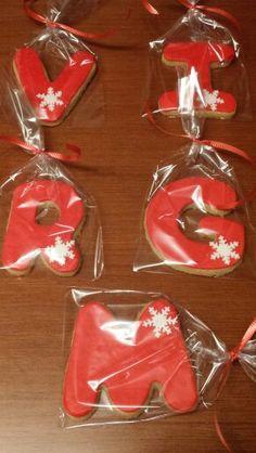Galletas con las iniciales de los invitados a una cena!