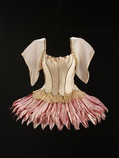 Costume for the leading female dancer in George Balanchine's ballet Bugaku, New York City Ballet, Designed by Barbara Karinska. Theatre Costumes, Tutu Costumes, Ballet Costumes, Movie Costumes, Costume Ideas, George Balanchine, Female Dancers, The Dancer, Ballet Tutu