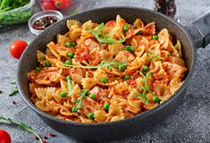 Vaša kuharica - Page 50 of 186 - Recepti, savjeti, kuhanje Potato Recipes, Pasta Recipes, Tuscan Chicken Pasta, Healthy Brunch, Baked Ziti, Cooking On The Grill, No Cook Meals, Food Dishes, Meal Prep
