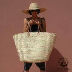 SIZE Basket: cm x cm / in x in Handle: 60 cm / 23 in Beach Basket, Alternative To Plastic Bags, French Baskets, Market Baskets, Basket Bag, Big Bags, Leather Handle, Decoration, Fashion Bags