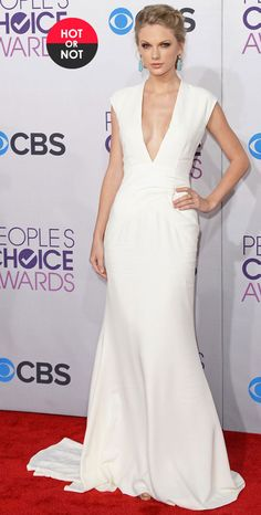 Taylor Swift in elegant white gown. http://www.theimagearchitect.com