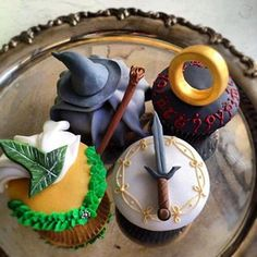 Lord of The Rings cupcakes <3 I will never make these but they are so cute.