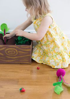 toys for toddlers http://www.abeautifulmess.com/2014/03/diy-plantable-felt-garden-box.html