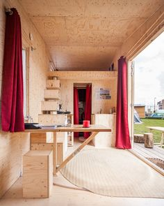 Sustainable tiny homes project osb мебель, фанера et интерьер. Tiny House France, Plywood House, Plywood Interior, Tiny House Furniture, Small Cottages, Small House Plans, Little Houses, Home Projects, Home Kitchens