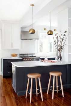 Modern Kitchen Interior The Best Cabinet Paint Colors for a Happier Kitchen, According to Interior Designers — Kitchn - Read this story before you even pick up a paint brush. Two Tone Kitchen Cabinets, Kitchen Cabinet Colors, Kitchen Colors, White Cabinets, Upper Cabinets, Shaker Cabinets, Two Toned Cabinets, Two Toned Kitchen, Blue Kitchen Ideas