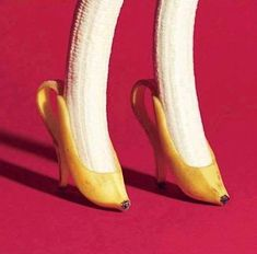 Banana is one of the healthiest fruits on the planet. For one thing, this tropical fruit is a real storehouse of minerals and vitamins, which boost your health on many different levels. Read these 10 shocking facts about bananas! Creative Photography, Art Photography, Banana Art, Plakat Design, Foto Art, Creative Advertising, Instagram Advertising, Surreal Art, Collage Art