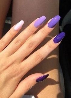 Want some ideas for wedding nail polish designs? This article is a collection of our favorite nail polish designs for your special day. Gel Uv Nails, Gel Nails At Home, Gradient Nails, Cute Acrylic Nails, Purple Nails, Cute Nails, My Nails, Glitter Nails, Nail Polish Designs