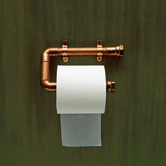 Use Copper Pipe to Hold a Roll of Toilet Paper. Copper gleams as a support for toilet paper. Technical editor Mark Powers made the one above out of tubing and various fittings. To keep its sheen, spray it with lacquer. Plumbing Pipe, Pvc Pipe, Water Plumbing, Steampunk Bathroom, Copper Tubing, Copper Pipes, Copper Pipe Shelves, Toilet Roll Holder, Unique Toilet Paper Holder