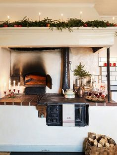 Jul hos Frida och Harry - Lun Nostalgi -reportage i Lev landlig Scandinavian Christmas, Scandinavian Style, Swedish Christmas, Christmas Eve, Vibeke Design, Stove Fireplace, Interior Stylist, Christmas Kitchen, Small House Design