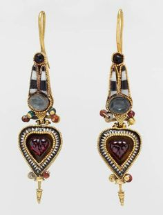 Beautiful Jewelry Hoop earrings with Egyptianizing crown, century B. Greek Gold with stone and glass - Period: Hellenistic. Medium: Gold with stone and glass. x 7 cm). Greek Jewelry, Egyptian Jewelry, Ancient Jewelry, Ethnic Jewelry, Jewelry Art, Antique Jewelry, Jewelry Gifts, Vintage Jewelry, Fine Jewelry
