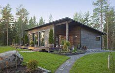 Fínsky domček ako splnenie sna o ideálnom bývaní? Small House Design, Cottage Design, Metal Building Homes, Building A House, Casa Patio, Casas Containers, Weekend House, River House, House Roof