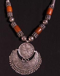 Yemeni silver necklace with hilal pendant.