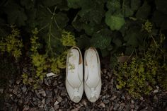 White peep toe sandals | Photography by http://www.kitchenerphotography.co.uk/