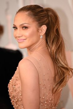 There's something so cool about wearing a ponytail to the Oscars. One would think it's too casual a look for the sparkliest of black-tie affairs, but as we saw last night, this humble hairstyle can totally rise to the occasion and add a bit of down-to-earth, real-girl charm to a crazy-glam gown. Here are four ponytails from the 2015 Oscars, plus behind-the-scenes styling tips we can use to take our own 'tails up a notch in the sexiness department. 1. Jenna Dewan-Tatum went for a s...