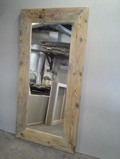 Originální rustikální zrcadlo ze starého dřeva Originální zrcadlo ze starého dřeva o rozměrech 180x90cm, šíře rámu 18cm, tloušťka rámu 5cm. Provedení, hnědý nebo transparentní přírodní vosk případně jiné dle požadavku. Vice o nas na pbinterier cz. Pallet Projects, Bathroom Medicine Cabinet, Mirror, Mirrors, Pallet Wood, Wooden Pallet Projects