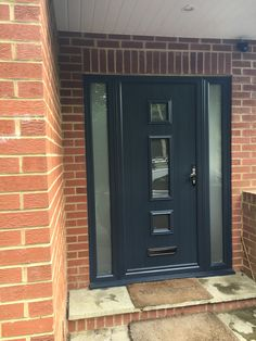 The Solidor Genoa in anthracite grey with sidescreens. Glass is Satin. Exterior House Remodel, Modern Front Door, House Front, Windows And Doors, House Exterior, External Doors, Grey Front Doors, Solidor Door, Doors