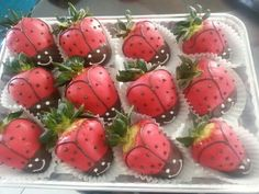Chocolate Coverd Strawberries, Chocolate Covered Fruit, Covered Strawberries, Strawberry Delight, Strawberry Patch, Chocolates, Gourmet Candy Apples, Veggie Art, Fruit Creations