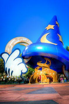 The Sorcerer's Hat, Hollywood Studios, Walt Disney World, Orlando Florida. I miss the hat.