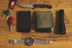 HTC Desire HD Seiko 7S26-002L R2 CRKT M16-01Z Very old wallet MacTronic Black Eye and most importantly key to my 164  [[MORE]]   Hi,my na...
