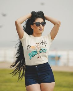 Nothing but good Vibes for the gorgeous @zeldas_legendarymua while taking a stroll on the beach in her Suavecita tee. #summer