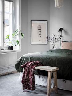 Cozy bedroom in green and grey - Bedroom - Design Minimalist Bedroom, Modern Bedroom, Minimalist Style, Home Decor Bedroom, Bedroom Furniture, Bedroom Ideas, Bedroom Inspo, Furniture Design, Ideas Hogar