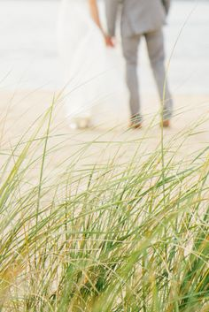 Beach wedding photo / Kate Osborne Photography