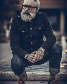 Aging gracefully... Older Mens Fashion, Suit Fashion, Sexy Beard, Epic Beard, Estilo Denim, Grey Beards, Beard Styles For Men, Men With Grey Hair, Hipster Man