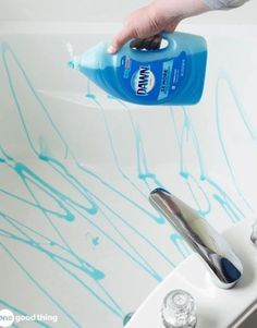 1, 2, 3 = Mindblown - 1.) Drizzle Dawn all around tub; 2.) Scrub down with New, unused broom; 3.) Rinse Down
