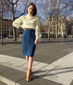 Midi Jeans Skirt: 25 Inspirations to Start Wearing This Item Today! - Midi Jeans Skirt: 25 Inspirations to Start Wearing This Item Today! American Apparel, Classy Outfits, Casual Outfits, Cute Outfits, Beautiful Outfits, Jeans Casual, Casual Skirts, Modest Fashion, Fashion Outfits