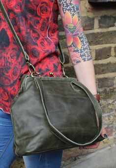 Clip-frame dark olive green leather bag Med Maya