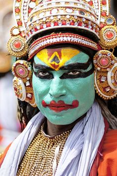 Mahabharata theme Arjuna Nritham, The Dance of Arjuna or Mayilpeeli Thookkam at Onam Athachamayam Tripunithura Kerala, via Flickr.
