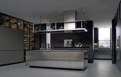 Transparências realça o ideal de cozinha contemporânea. A Varenna é uma das nossas referências.